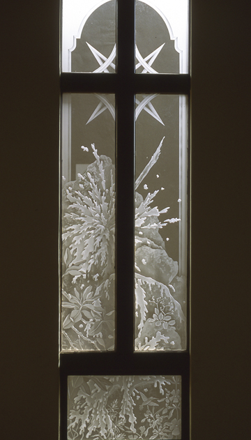 Etched glass windows, etched and carved glass windows
